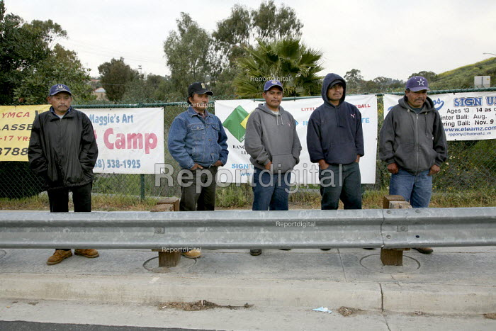 San Diego, California, Mixtec men from Oaxaca waiting by the roadside for work early in the morning.They live in the Los Peasquitos canyon on the north edge of San Diego and work as day laborers and farm workers - David Bacon - 2008-04-01