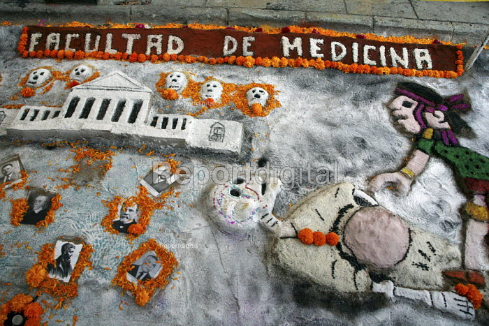 Students from the University of Oaxaca build altars to the dead in the streets of Oaxaca City, on the Day of the Dead. - David Bacon - 2008-10-30