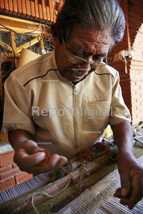 Artist Isaac Vasquez who is famous for his weaving, works in his studio. - David Bacon - 2008-11-01