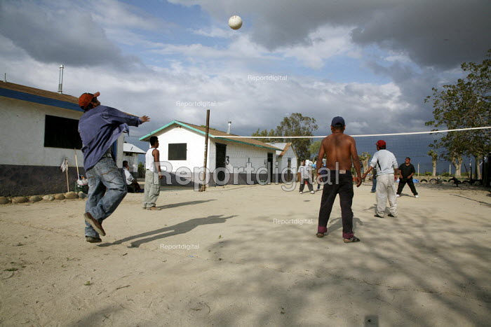Indigenous Mixtec migrant workers from Oaxaca, playing... - David Bacon, DNB0904caru08.jpg