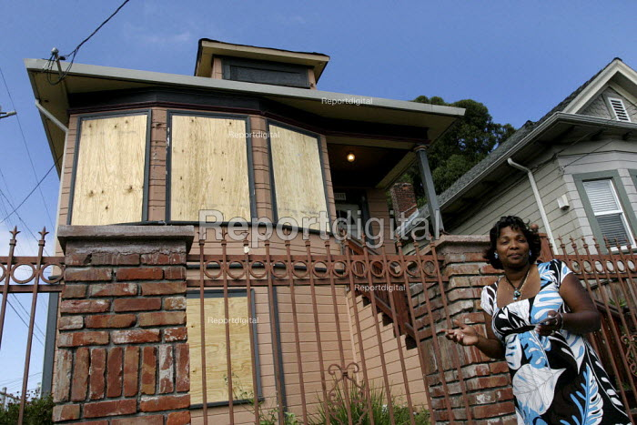 Tosha Alberty and her family were evicted from her Oakland... - David Bacon, DNB0907evca01.jpg
