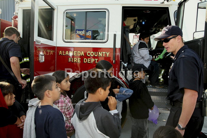 USA Firefighters give the children of food recipients a... - David Bacon, DNB0908hh27.jpg