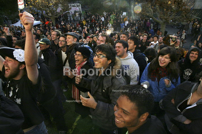 BERKELEY, California. Students occupy Wheeler Hall on the University of California campus in Berkeley, protesting against the decision by university regents to raise tuition fees by 32%, bringing them to $10,302 per year for undergraduates. The hall was surrounded by hundreds of supporting students, faculty, campus workers and community members. - David Bacon - 2009-11-20