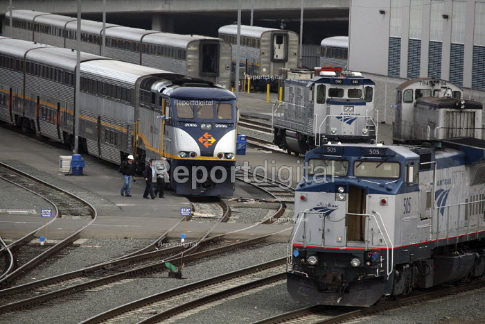 The railroad yard in the Port of Oakland, where Amtrak... - David Bacon, DNB1007kw57.jpg