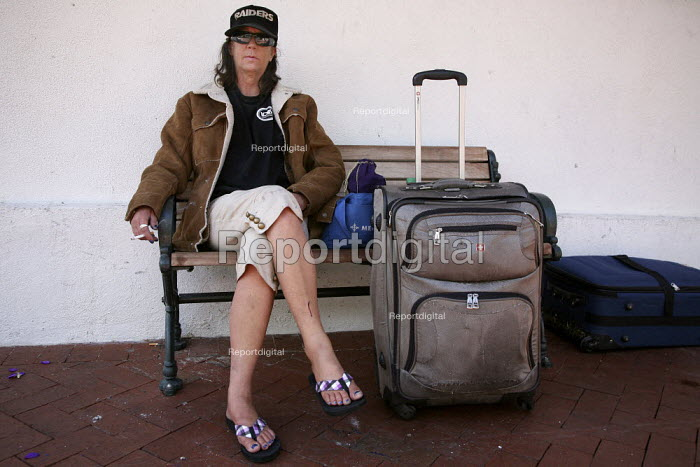 Homeless woman on the streets in Santa Barbara, California. - David Bacon, DNB101155.jpg