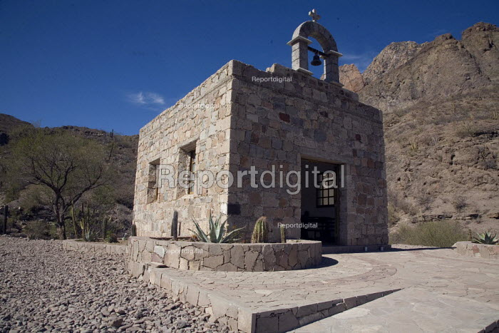 Memorial chapel on the highway between Loreto and the... - David Bacon, DNB110314.jpg