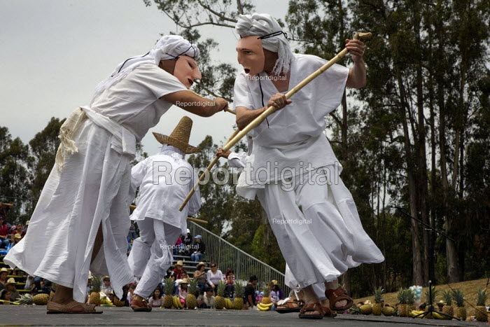 California, Dancers from the many ethnic groups of Oaxaca, now living as migrants in the USA, at the annual festival of Oaxacan indigenous culture, the Guelagetza Festival. This Guelagetza takes place in Santa Cruz every year and is a celebration of the traditions of Oaxaca - David Bacon - 2011-05-22