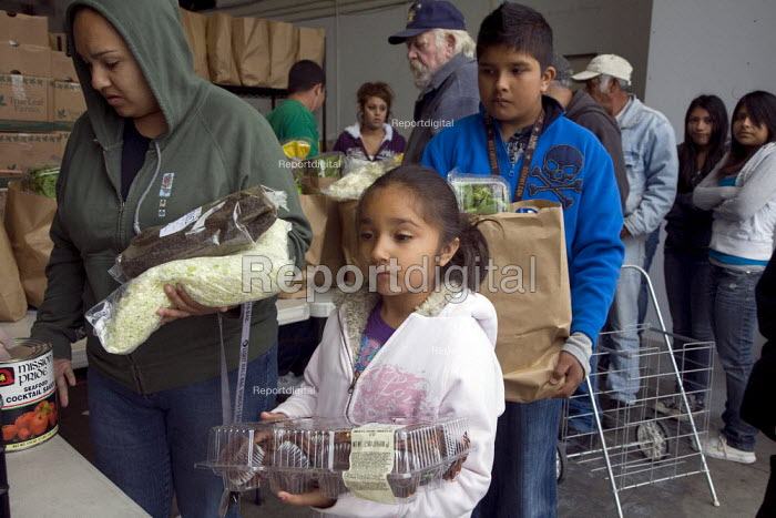 Families of Mexican farmworkers receive bags of food at... - David Bacon, DNB1106fb01.jpg