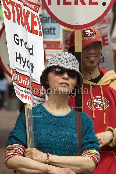 Hotel workers and their supporters picket at the Hyatt... - David Bacon, DNB1109t031.jpg