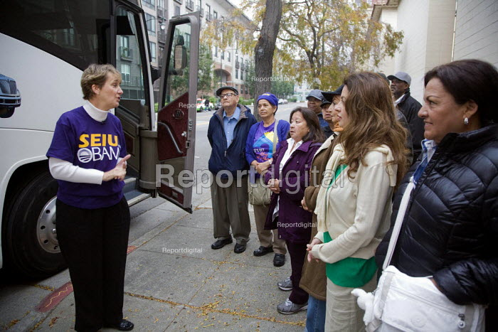 California, SEIU Mary Kay Henry, the most powerful trade union leader in the USA, greets members and urges them to actively campaign to reelect Obama. Organisers in San Francisco and Oakland rally in front of the union headquarters in Oakland, campaigning to reelect President Barack Obama - David Bacon - 2012-09-29