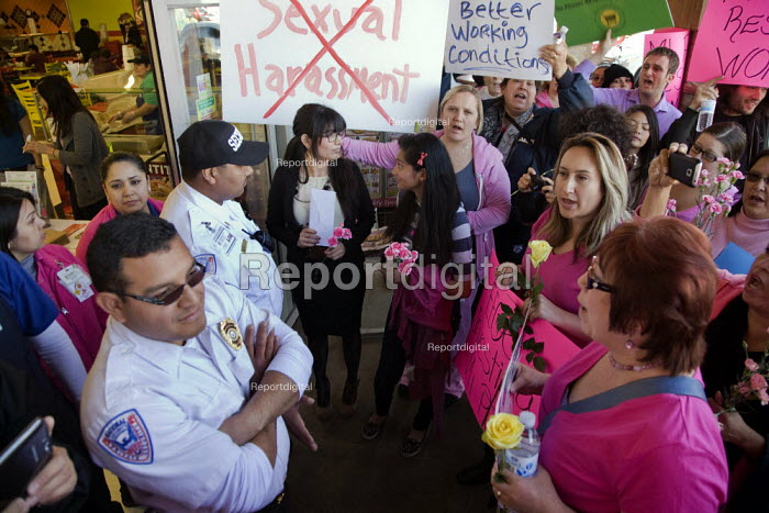 California USA Laura Robledo, Mexican supermarket workers... - David Bacon, DNb1302sh102.jpg