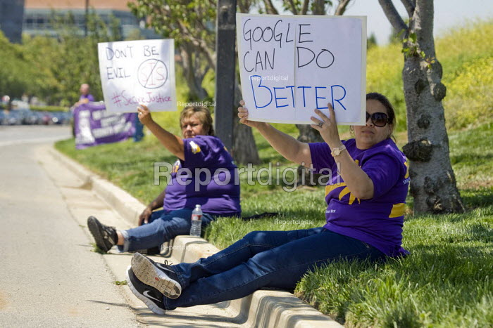 MOUNTAIN VIEW California: Google Can Do Better Security guards, members of the SEIU, and supporters from the Netroots Nation convention in San Jose demonstrate at Google Corp., protesting against the company contractor, SIS, that pays low wages. - David Bacon - 2013-06-06