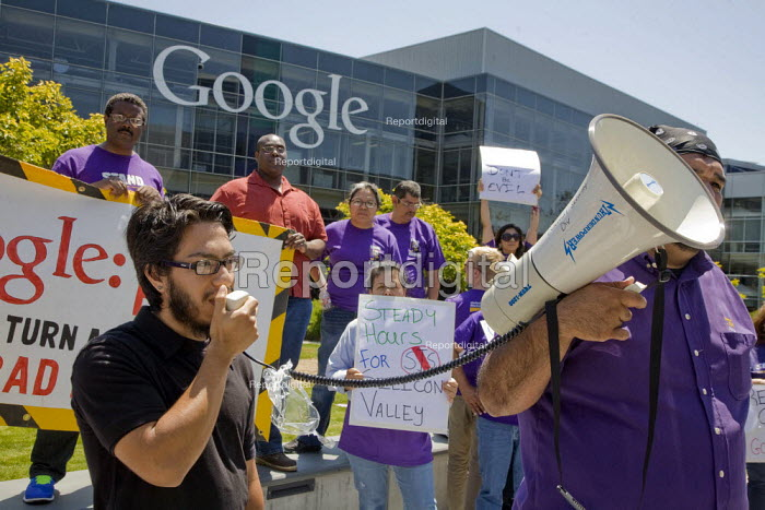 MOUNTAIN VIEW California: Security guards, members of the SEIU, and supporters from the Netroots Nation convention in San Jose demonstrate at Google Corp., protesting against the company contractor, SIS, that pays low wages. - David Bacon - 2013-06-06