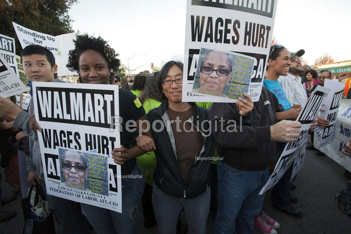 California, USA: Workers at the Walmart store in San... - David Bacon, DNB1312s08.jpg