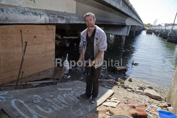California: Jeremy and Kelly live under a bridge by the... - David Bacon, Dnb1407hm097.jpg