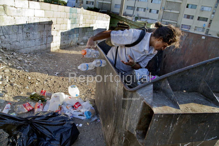 Tijuana, Mexico, homeless woman collecting cans and plastic from garbage dumpsters - David Bacon - 2014-09-09