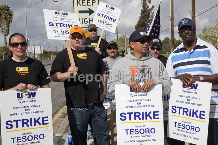 California- oil workers picket the Tesoro Corp. Golden... - David Bacon, Dnb1502024.jpg