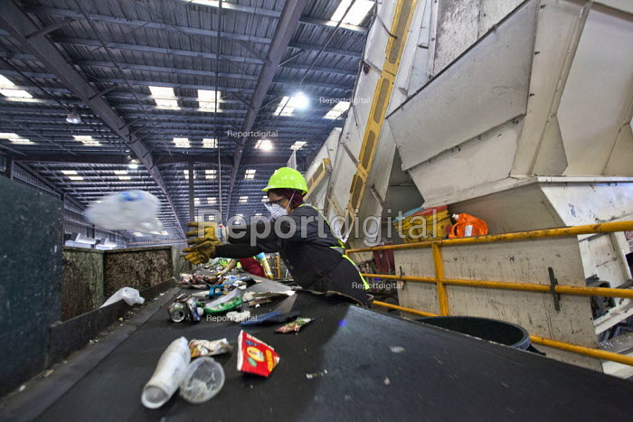 California- Workers at the recycling sorting facility of Alameda County Industries sort and process paper, cardboard, plastic, glass and metal from trash collected in local cities. - David Bacon - 2015-02-18