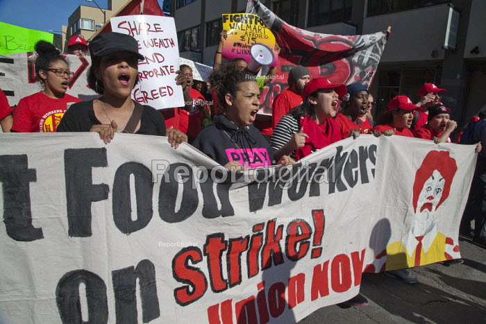 California, Fast food workers demanding 15 an hour minimum wage and union rights in a global day of action. USA - David Bacon - 2015-04-15