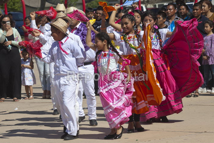 California, child dancers from the Triquis of Oaxaca, now living as migrants in the USA, at a festival of Oaxacan indigenous culture in Greenfield, where many Triquis have settled. - David Bacon - 2015-04-19
