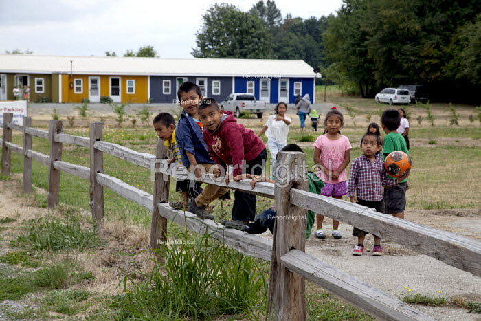 Children of farm workers outside the Sakuma Farms labor camp, Burlington,USA. Their parents are indigenous migrants from Oaxaca - David Bacon - 2015-07-10