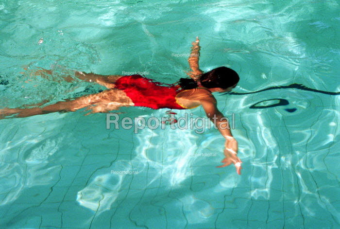 Swimmer in a swimming pool - Duncan Phillips - 2002-10-24