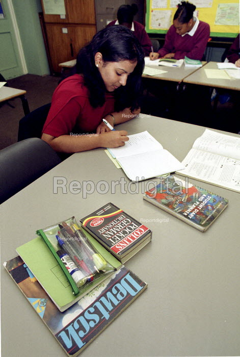 School pupil studying German in a London Secondary School. - Duncan Phillips - 2002-02-06