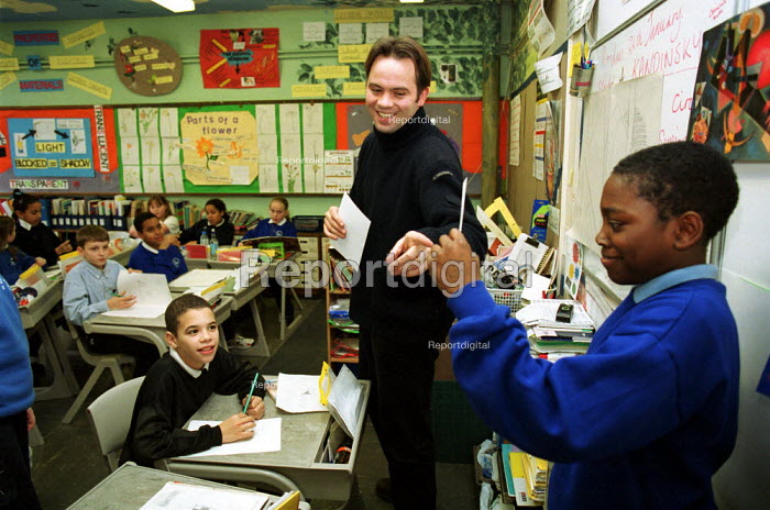Primary Teacher talking about modernist painter Kandinsky in an art lesson at a C of E primary School, Islington North London - Duncan Phillips - 2002-02-05