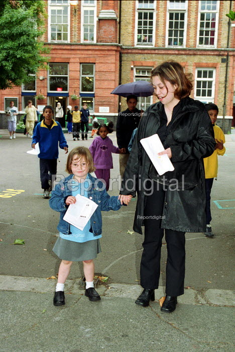 Going Home time at the end of the school day North London Primary school. - Duncan Phillips - 2002-01-30