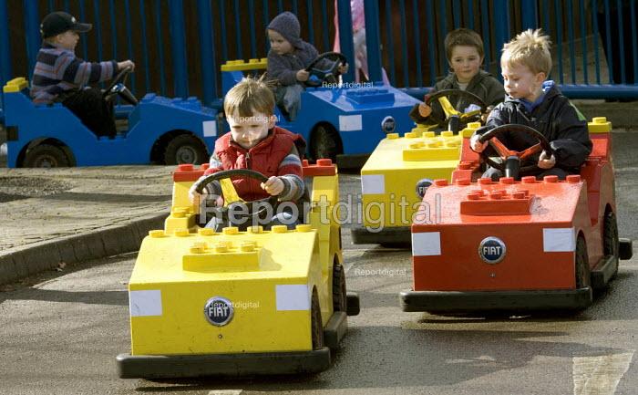 Children driving Legoland, Windsor - Duncan Phillips - 2006-04-02