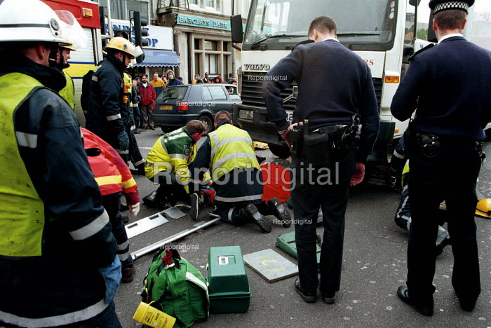 Emergency Services rescuing a pedestrian trapped under a lorry. London - Duncan Phillips - 2000-10-12