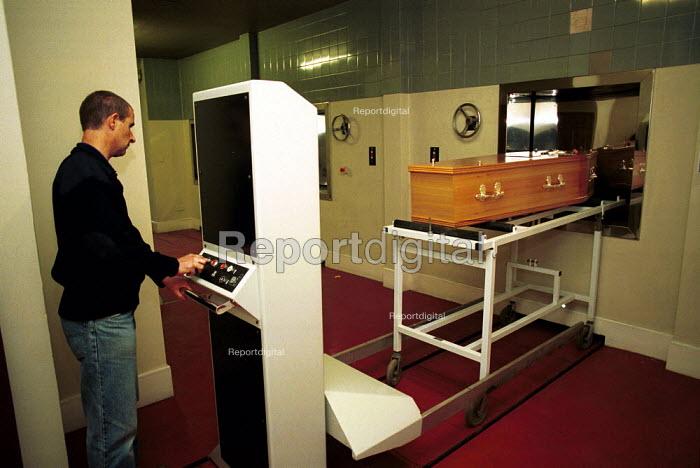 Crematorium worker. East Finchley Cemetery London - Duncan Phillips - 2002-06-15
