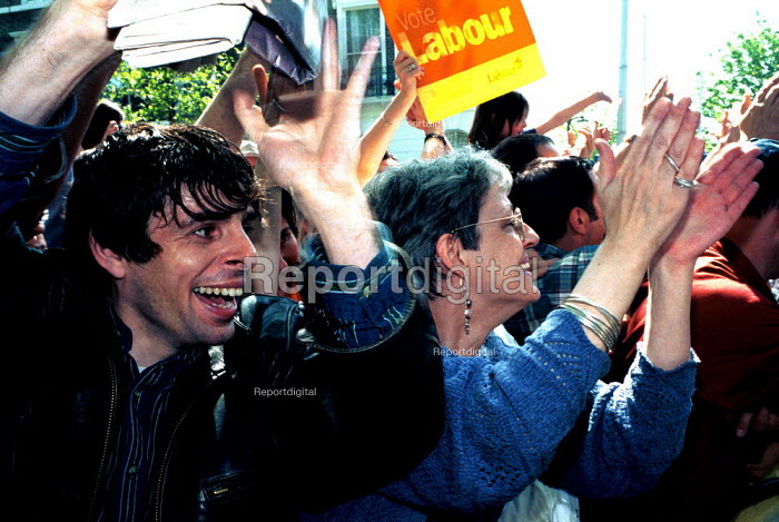 Labour supporters outside the Islington Home of Tony Blair after the 97 election victory - Duncan Phillips - 1997-05-05