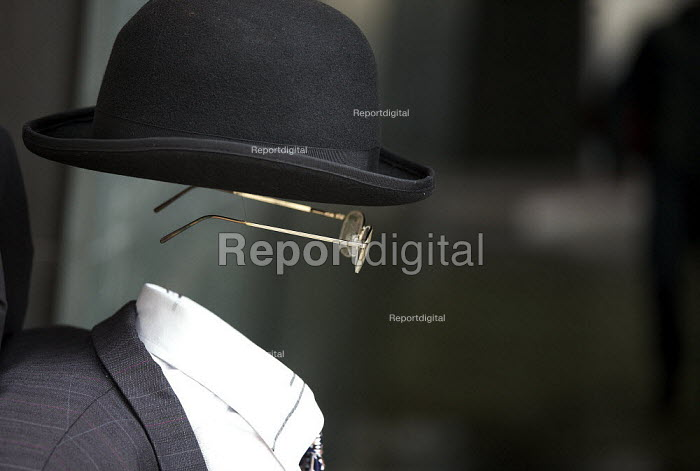 Performance artist depicting faceless invisble City gent. - Duncan Phillips - 2010-04-04