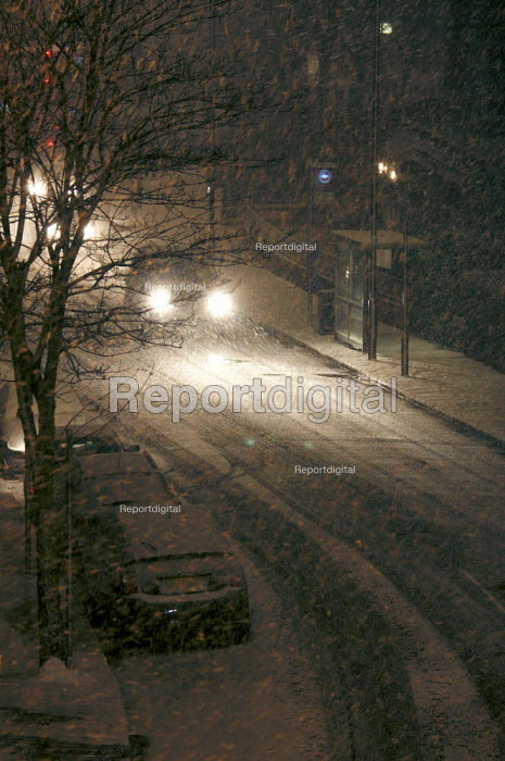 Heavy Snowfall, closed schools and caused transport problems but created a winter wonderland, London. - Duncan Phillips - 2009-02-02