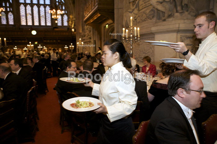 Catering staff serving dinner at a banquet at the Guildhall, London. Plates of food. - Duncan Phillips - 2009-04-27