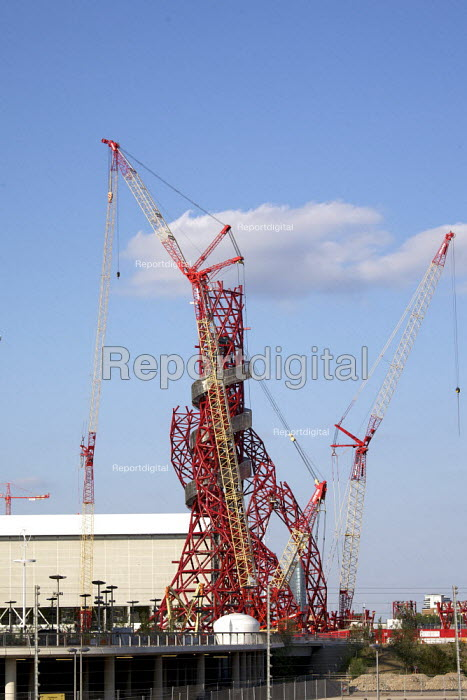 Construction of the ArcelorMittal Orbit, on the site of the London 2012 Olympic Park, which was designed by Anish Kapoor and financed by steel magnate Lakshmi Mittal. The sculpture will be the largest in the UK. London 2012 Olympic site - Duncan Phillips - 2011-07-30