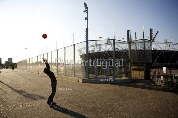 Boy playing with a football, London 2012 Olympic site - Duncan Phillips - 2011-07-30