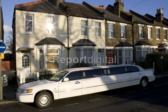 Stretch Limo parked outside terraced housing, London - Duncan Phillips - 2006-02-08