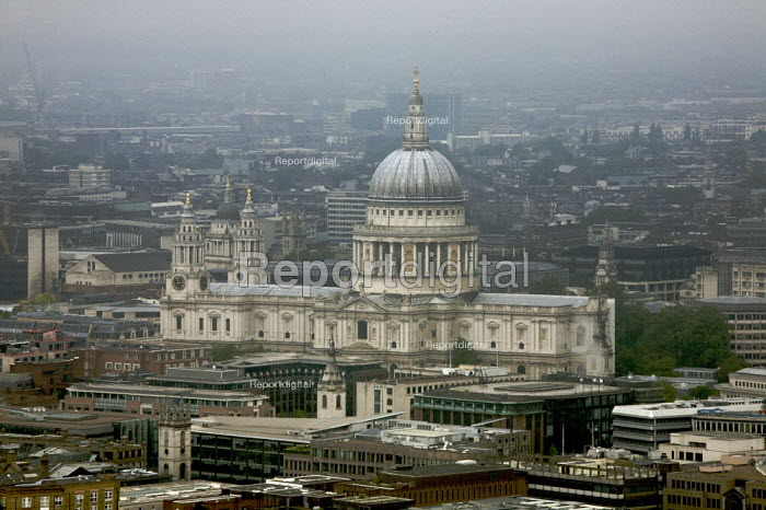 Gloomy weather over the city of London, St Pauls Cathedral - Duncan Phillips - 2008-05-25