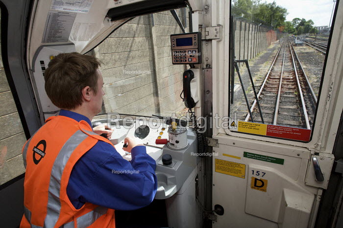 London Underground train driver - Duncan Phillips - 2008-06-30