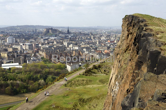 Panoramic view overlooking Edinburgh from Arthur's Seat - Duncan Phillips - 2011-04-10