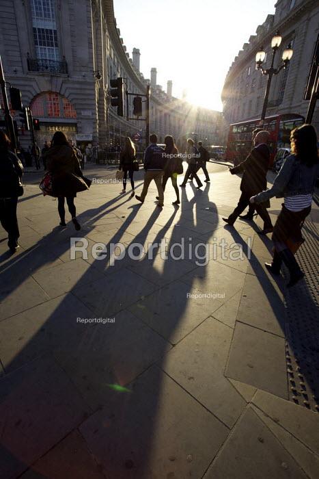 Shoppers Regent Street, Central London - Duncan Phillips - 2012-03-26