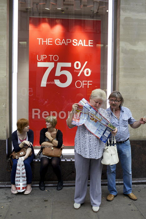 A coupl looking at a map. Gap sale and shoppers, central London - Duncan Phillips - 2012-06-27