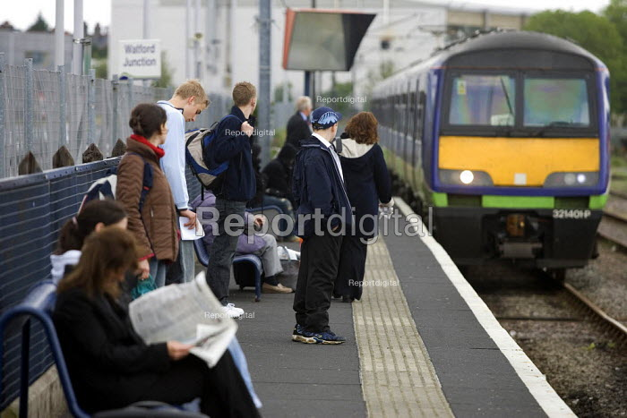 Commuters at Watford Station - Duncan Phillips - 2005-05-23
