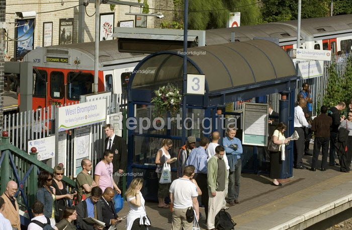 West Brompton Station, with tube train at platform - Duncan Phillips - 2006-06-12
