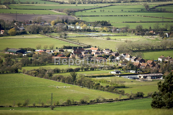 Country village, Buckinghamshire - Duncan Phillips - 2008-04-12