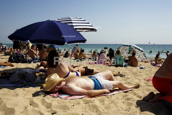 Sunbathing on the Beach, France - Duncan Phillips - 2009-08-18