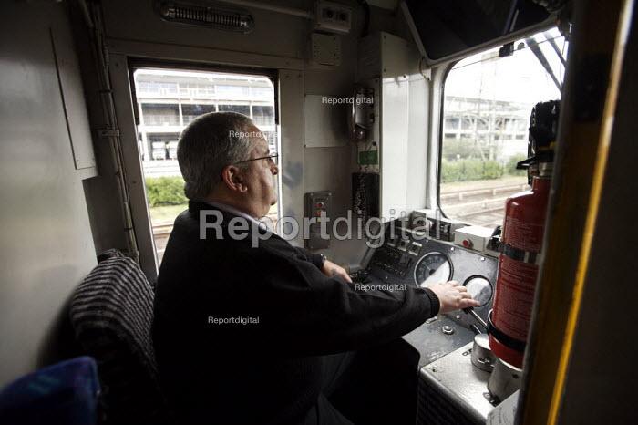 Train Driver - Duncan Phillips - 2006-12-10