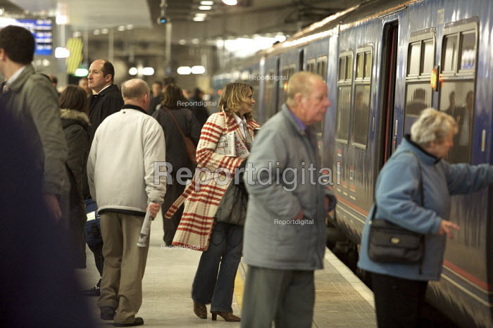 First Capital connect station, St Pancras international Station, London. - Duncan Phillips - 2007-12-10